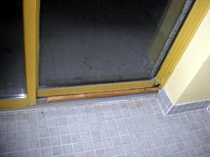 pool_door2