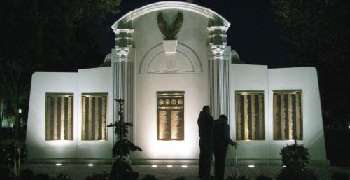 ww2_monument_night2